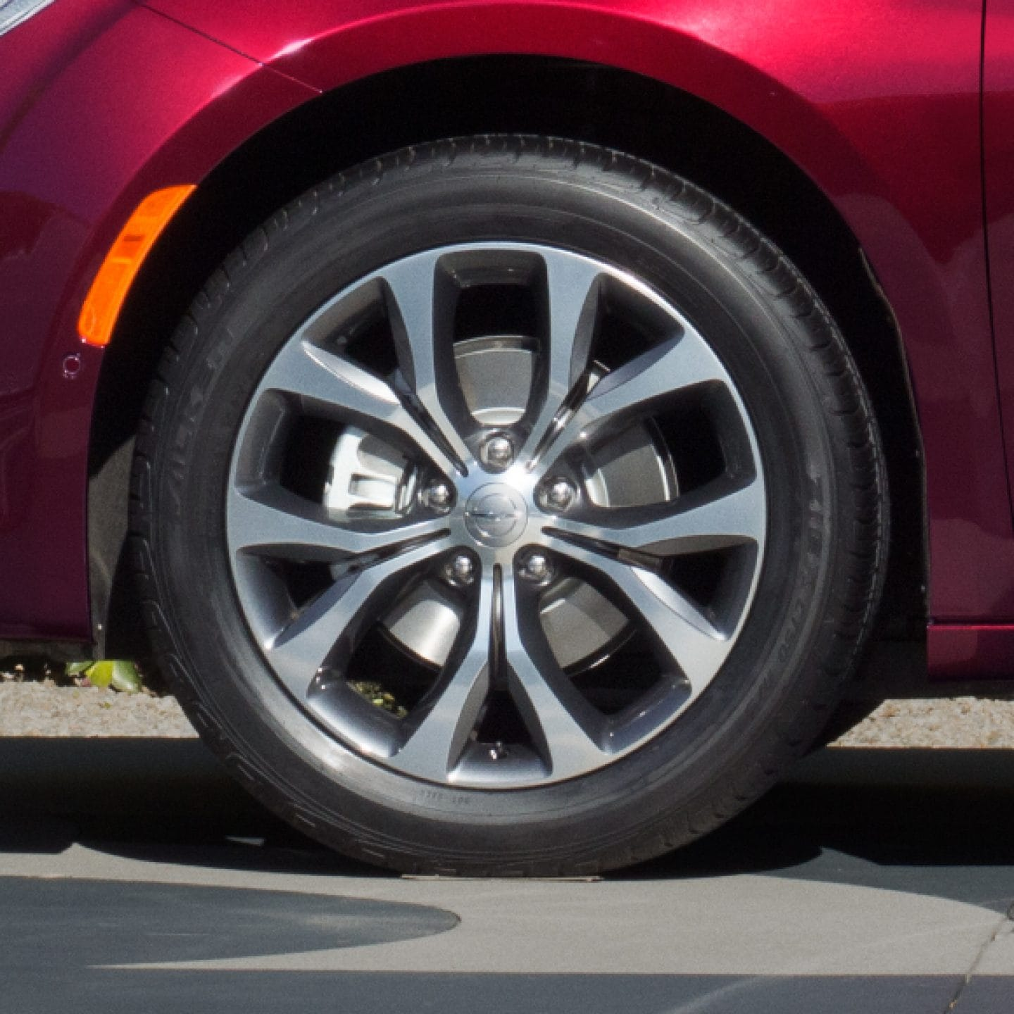 chrysler-pacifica-gas-wheels